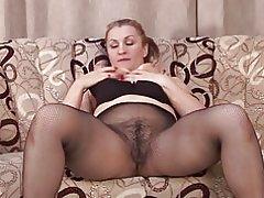 Amaterski majka s velikom guzicom i dlakav pička